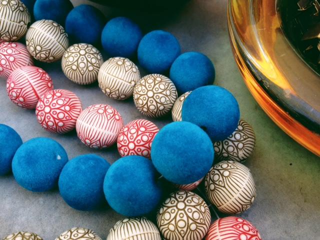 Beads close